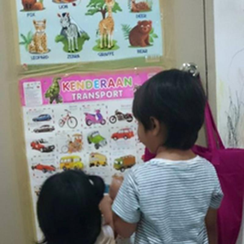Abang dah mula mengajar adiknya !