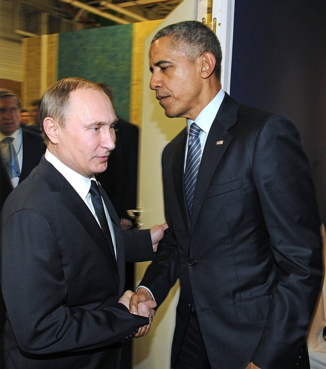 Russia President Vladimir Putin, left, and U.S. President Barack Obama shake hands at the COP21 UN Conference on Climate Change in Paris, France, 30 November 2015. Photo: Mikhail Klimentyev / Sputnik, Kremlin Pool Photo via AP
