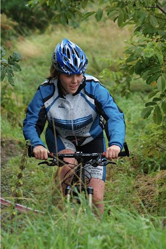Vrouwen mountainbiken mee tijdens West-Vlaanderens Mooiste