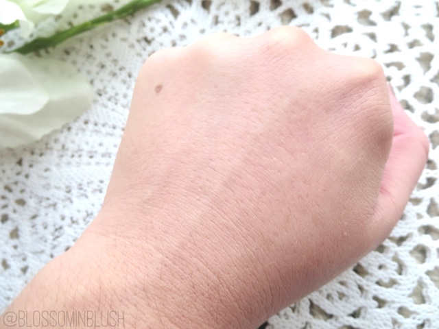 a picture of Maybelline SuperStay Better Skin Foundation in Classic Ivory 20 (swatch) blended in