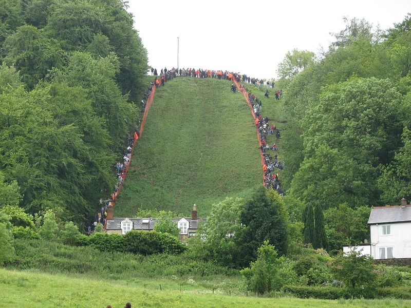 cooper-hill-cheese-rolling-15
