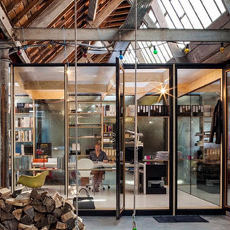 16 hermosos diseños de hogares pensados para hacer home office