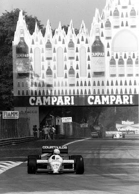 Мартин Брандл Tyrrell 015 в Монце на фоне рекламы алкогольной продукции - Гран-при Италии 1986