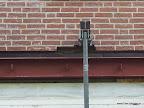 De blokken bovenop de balk is aangebracht voor de koude brug te ondervangen.