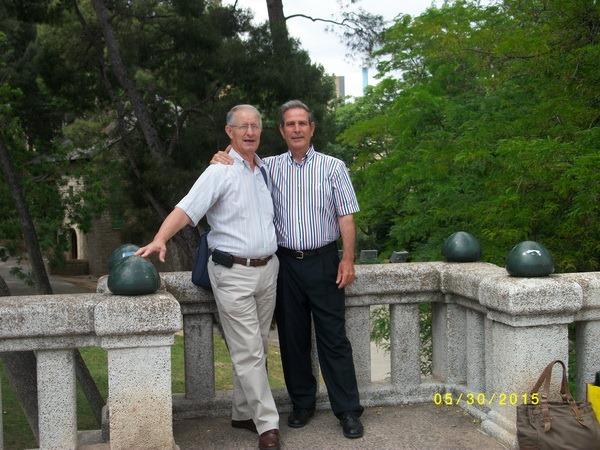 165.- El del patalon corto y el del pantalon largo 54  años despues
