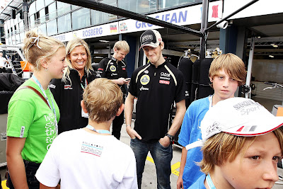 Ромэн Грожан с детьми not bad на Гран-при Австралии 2012