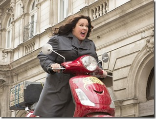 DF-12964_R_CROP Susan Cooper (Melissa McCarthy) races to stop a deadly arms dealer.