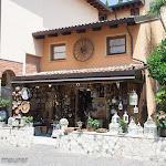Nettes Allerlei-Geschäft in Sirmione / Симпатичная лавка в Сирмионе