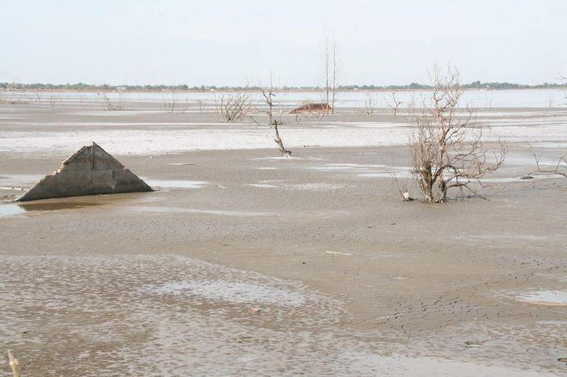 sidoarjo-mud-flow-4