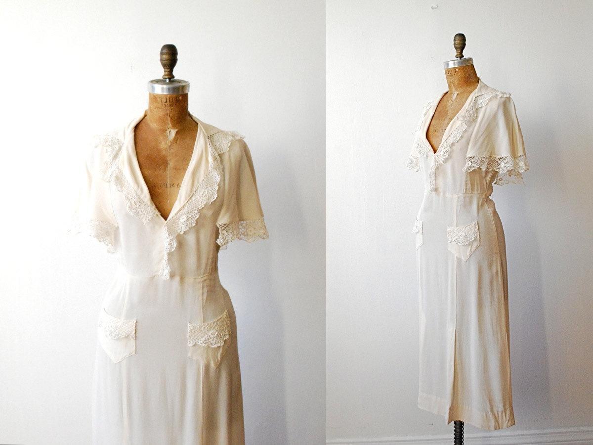 vintage 1940s dress    cream