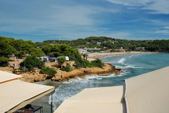 Caleta petita de la Mora. Al fons, la platja de la Mora. Tarragona, Tarragonès, Tarragona