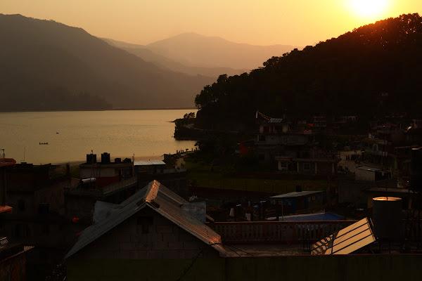 покхара озеро фева лейк сайд закат