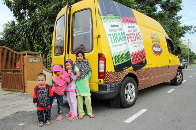 Children from Pusat Jagaan Rumah Kesayangan eagerly waiting for Mahsuri Food Truck