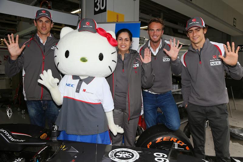 Hello Kitty на пит-лэйне с командой Sauber на Гран-при Японии 2014