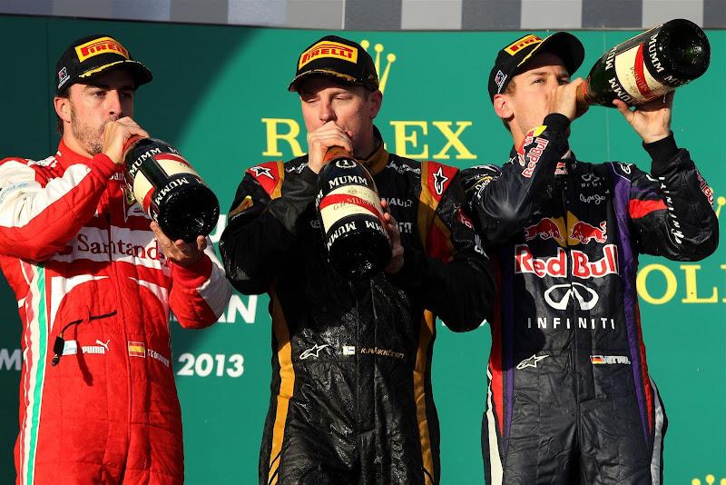 пилоты пьют шампанское на подиуме Гран-при Австралии 2013