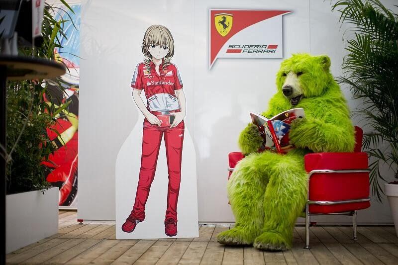 анимешная фигрурка механика Ferrari и зеленый медведь на Гран-при Японии 2013