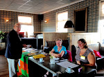 Voorzitter Joop en de dames van het welkomst-comité