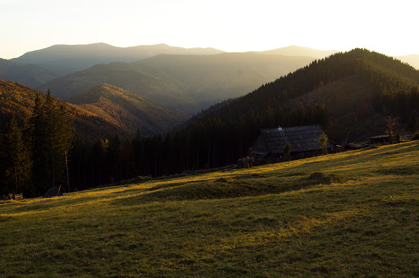 колыба осень карпаты закат полонина горы