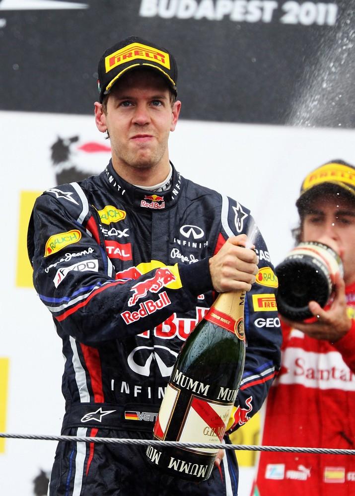 Себастьян Феттель и Фернандо Алонсо на подиуме Гран-при Венгрии 2011
