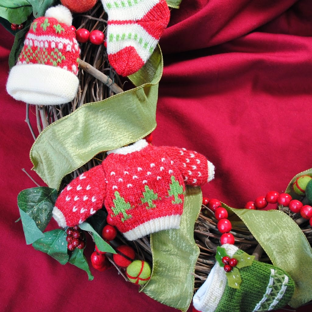 Winter Woollies OWR8018 Decorative Holiday Wreath
