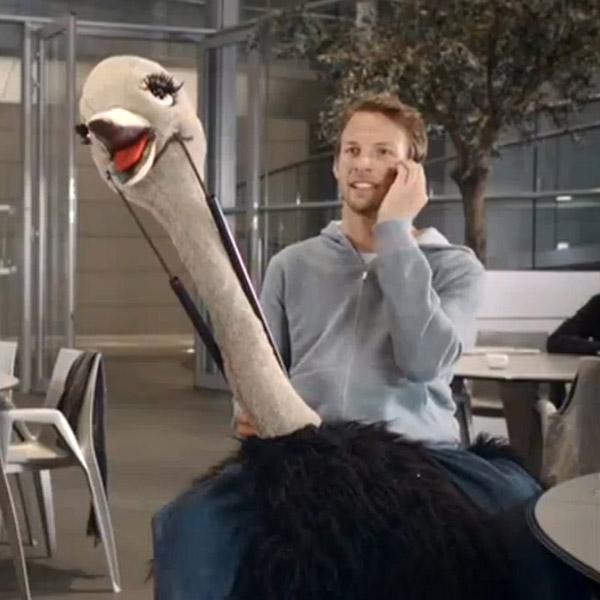 Дженсон Баттон на страусе в ролике для Sport Relief 2012