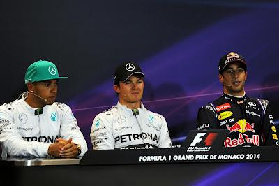 Льюис Хэмилтон, Нико Росберг и Даниэль Риккардо - напряженная атмосфера на пресс-конференции после квалификации на Гран-при Монако 2014