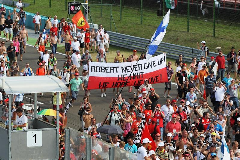 болельщики Роберта Кубицы с баннером на Гран-при Венгрии 2012