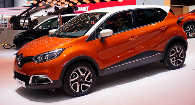 new renault captur puts a crossover twist to the clio. Black Bedroom Furniture Sets. Home Design Ideas