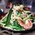 Ciepła sałatka z zielonego mango i krewetek z musztardowym dressingiem