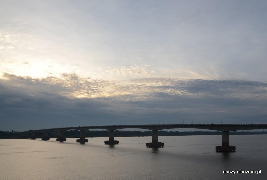 Majestatyczny Mekong - most w Kompong Cham