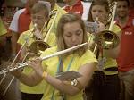 """Estelle en mode """"Je cache les trombones"""""""