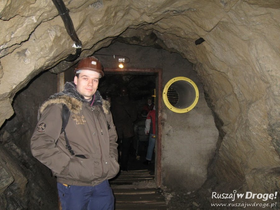 Maciej w kasku, w Kowarach