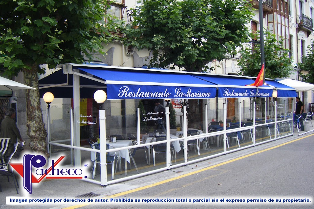 Toldo de restaurante en Serra