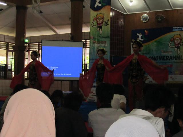 #OblongMerahMuda HUT ke 4 Blogger Ngalam | Tarian Pembukaan