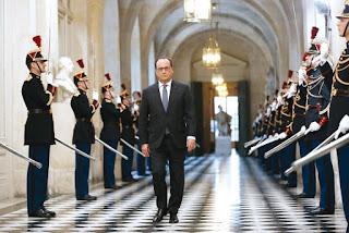 Prolongation de l'état d'urgence, révision de la constitution, expulsions rapides et déchéance de nationalité,  La France passe à la République sécuritaire