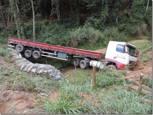acidente desvio na mgc 381  (3)