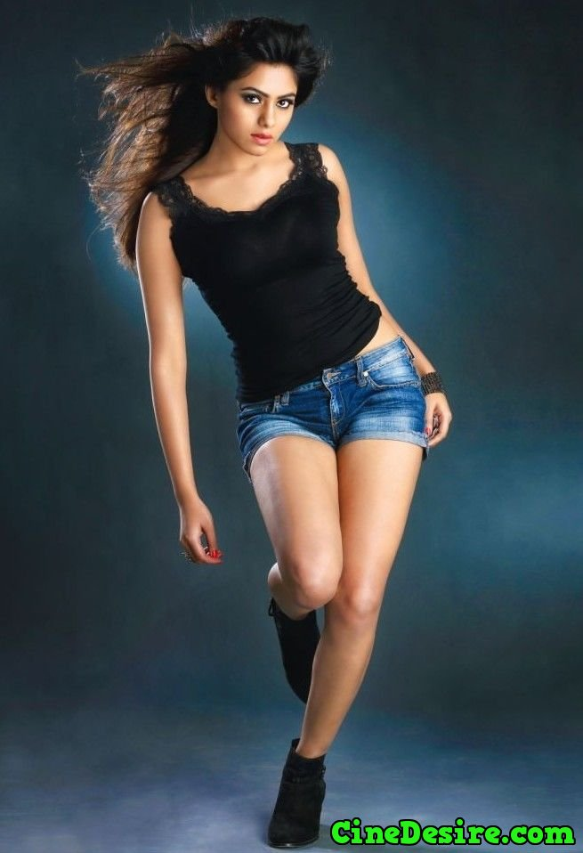 Sonarika Bhadoria Hot Cleavage And Thighs Photos - Telugu ...