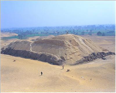 Mastaba nº 17 de la Pirámide de Huni o Snefru. Bloques de piedra caliza. Dinastía III o IV (2637-2589 a.C.). Meidun, Egipto.