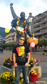 Stas Sagdeyev in front of the Freddie's Statue in Montreux