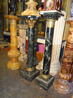 Мраморные колонны с бронзой. ок.1870 г. Высота 110 см.