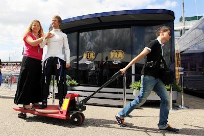 фигура Себастьяна Феттеля в натуральную величину на Гран-при Германии 2012