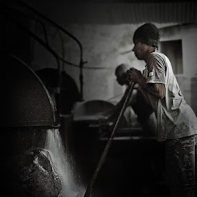 cut the rock by Agus Rahiem - Professional People Factory Workers