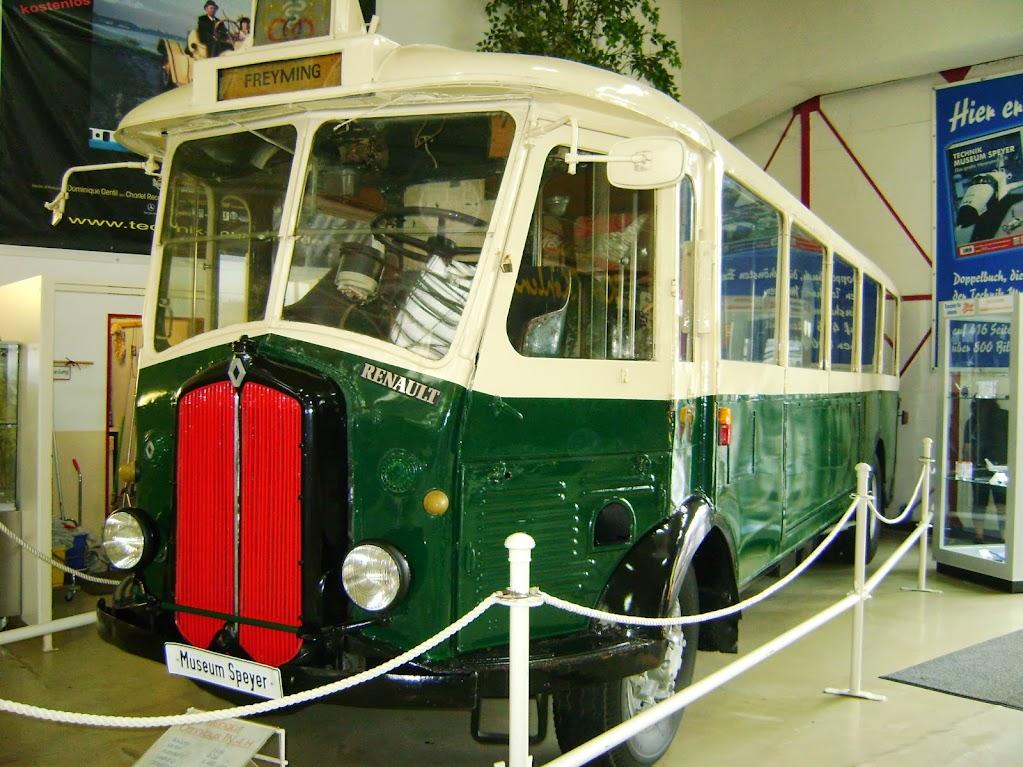dieser historische französische Omnibus verrichtete in Paris über 50 Jahre seinen Dienst