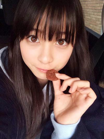 Kawaii_Japanese_Girl_Idol_having_beautiful_eyes_Kanna_Hashimoto