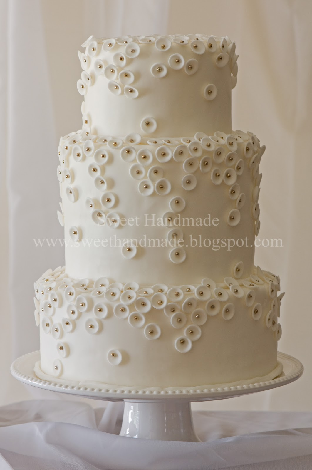 yet beautiful wedding cake