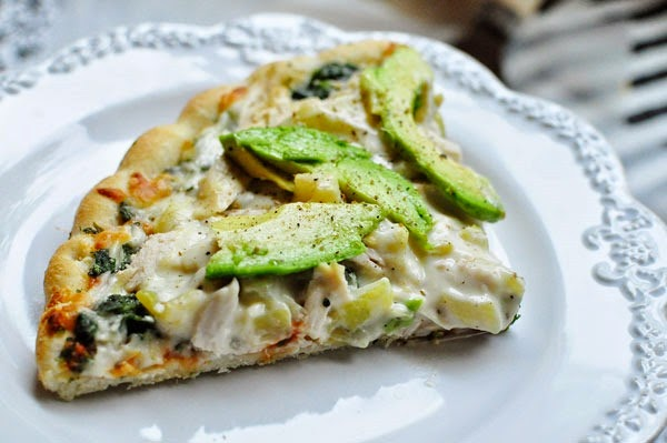 Semi-homemade recipes are my go-tos during busy work weeks. This chicken & green chile alfredo pizza looks so yummy and takes less than 20 minutes.
