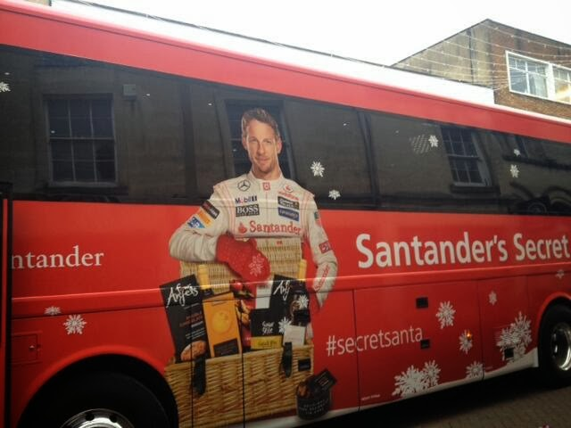 Дженсон Баттон секретный Санта Santander на автобусе