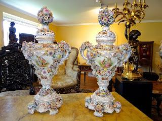 Красивые вазы. Германия. 19-й век. Фарфор, роспись. Высота 88 см. 9000 евро.