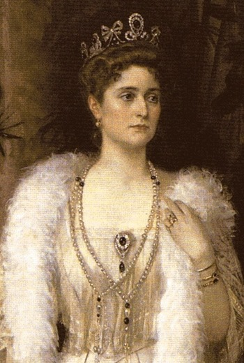 Tsarina-Alexandra-Feodorovna-of-Russia-Empress-Alexandra-wearing-emeralds (1)