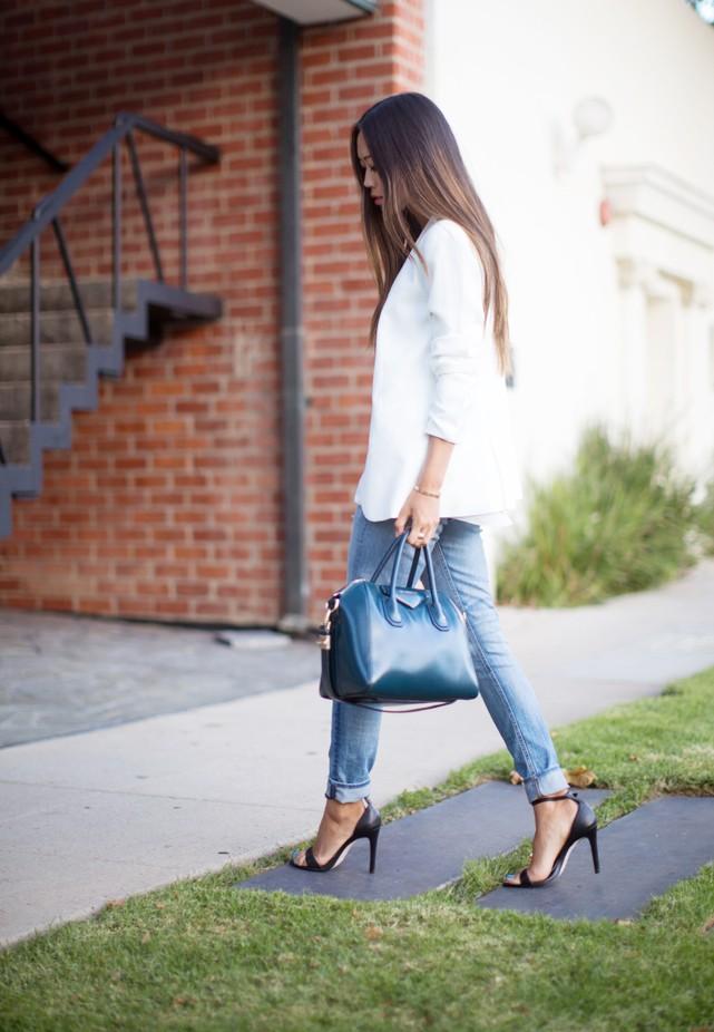 Mix do chat lu voi quan jeans rach